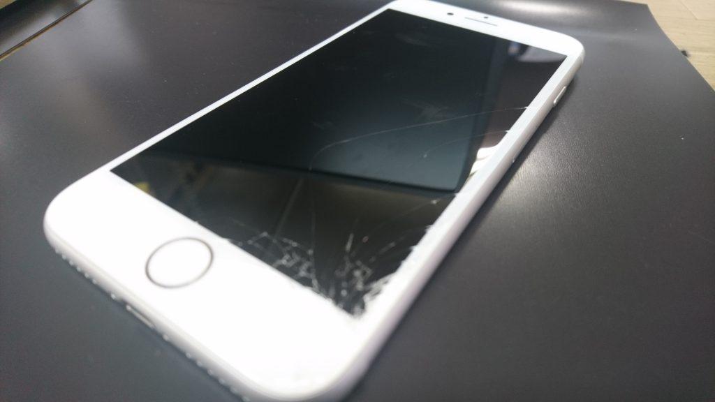 画面が故障したiPhone