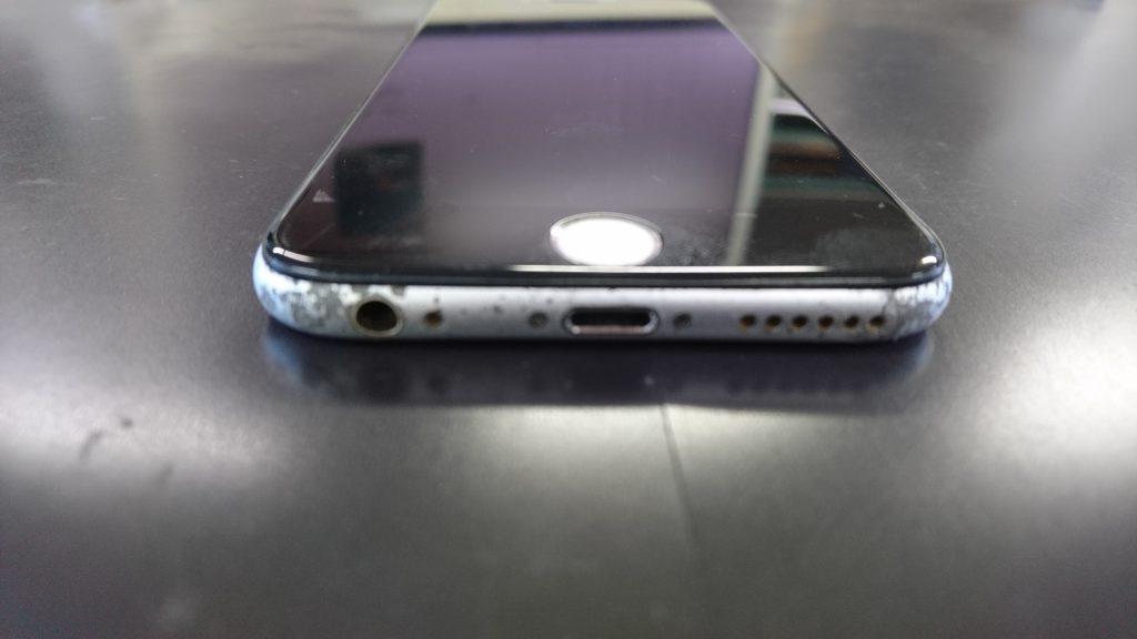 ドックコネクタの壊れたiPhone