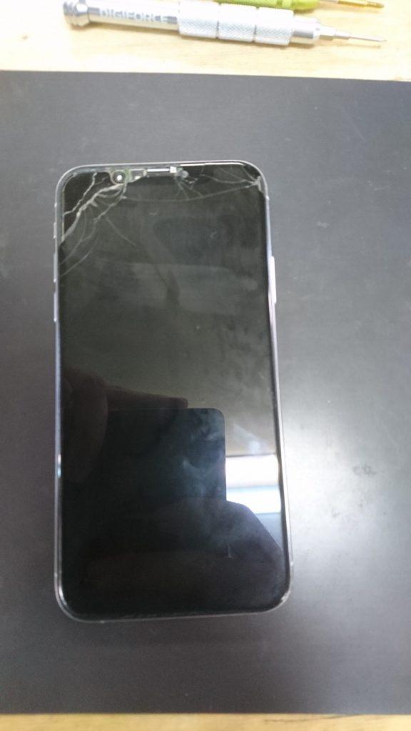 壊れたiPhoneXs 表