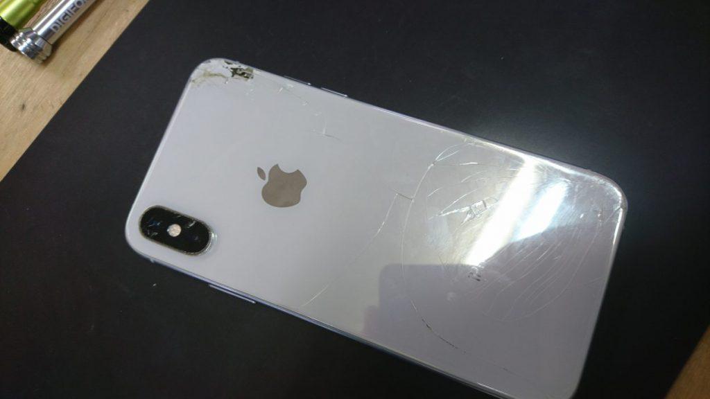 壊れたiPhoneXs 裏